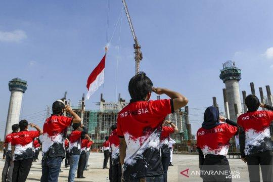 Upacara HUT Kemerdekaan RI di lokasi pembangunan Jakarta International Stadium