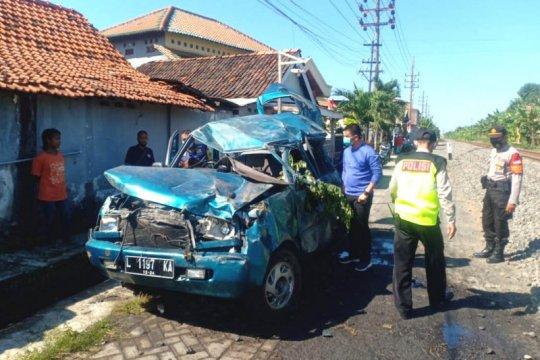 Tiga orang tewas akibat tertabrak KA di Sidoarjo