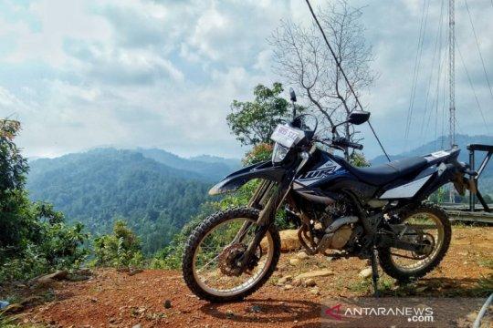 """Touring kemerdekaan di jalur """"off road"""" Hambalang pakai Yamaha WR 155R"""