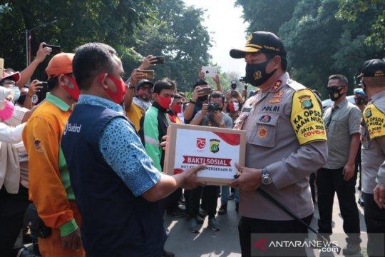 Polda Metro Jaya kembali salurkan 15.000 paket bantuan sosial