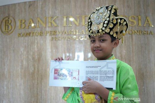 Bangganya seorang anak menjadi model di pecahan uang baru Rp75.000