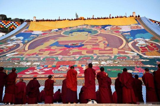 Upacara tradisional Menjemur Buddha di Lhasa