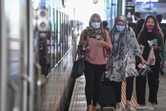 Libur panjang, penumpang kereta naik 40 persen