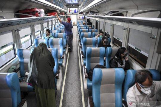 KAI Daop 8 Surabaya bagikan 1.037 tiket gratis bagi guru dan nakes