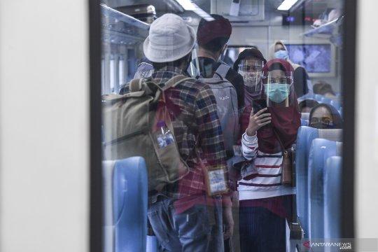 Jumlah penumpang kereta di Daop Surabaya melonjak pada Agustus