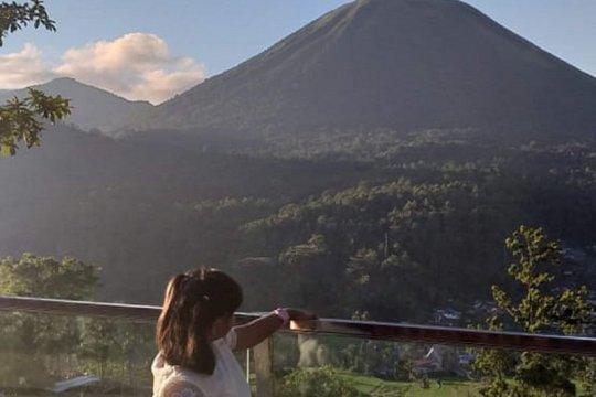 Pos gunung api minta warga jauhi kawah Lokon