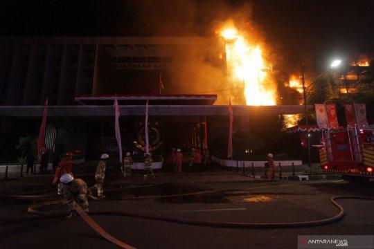 Gedung Kejagung kebakaran, Mahfud: Dokumen perkara aman