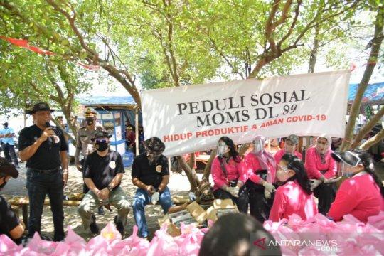 Warga pesisir Muaragembong-Bekasi dibantu sembako istri alumni Akpol
