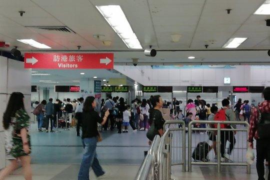 Asisten Sekretaris Imigrasi Hong Kong dan polisi ditangkap