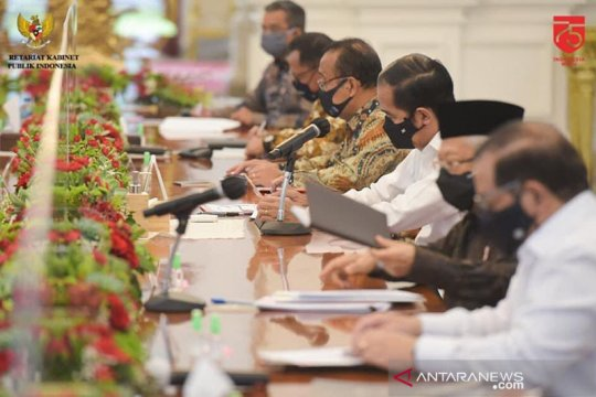 Presiden Jokowi minta para menteri ikut promosikan pemakaian masker