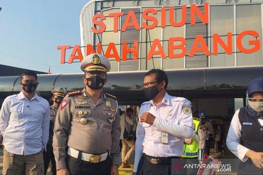 Pemakaian masker di Stasiun Tanah Abang dinilai sudah baik