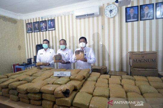 Ganja kering seberat 200 kg disita dari kurir narkotika jaringan Medan