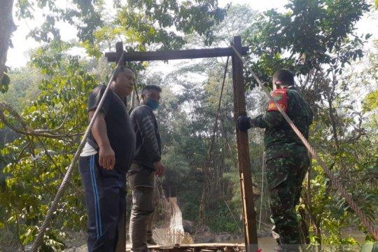 Jembatan gantung di Sukabumi putus saat dilintasi, belasan orang luka
