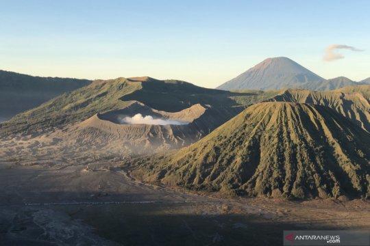 Balai Besar TNBTS berencana buka pendakian Semeru