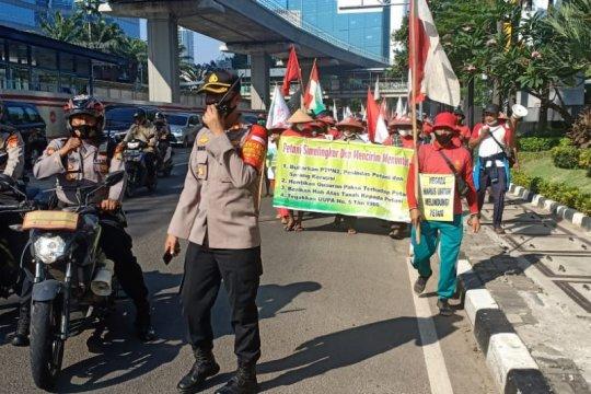 Polsek Mampang kawal aksi petani Deli Serdang menuju Istana Negara