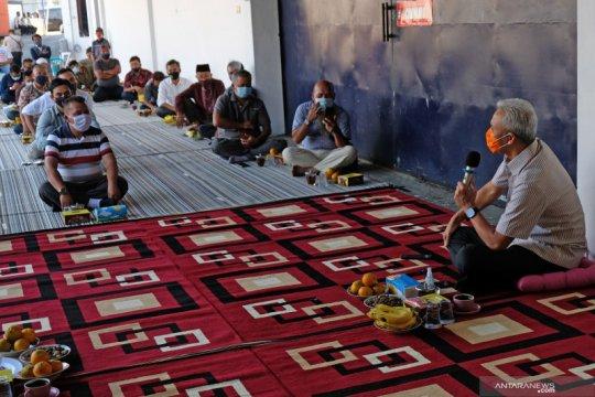 Ganjar Pranowo temui petani tembakau di Temanggung