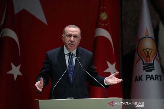 Presiden Turki Erdogan serukan warga Turki boikot produk Prancis