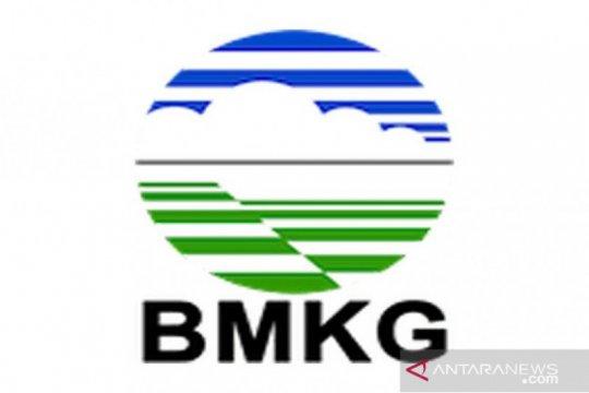 BMKG keluarkan peringatan dini hujan disertai petir Kepulauan Seribu