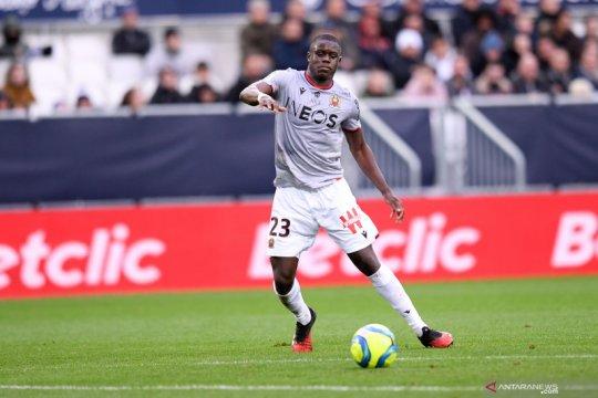 Bek Nice Malang Sarr sepakati kontrak lima tahun dengan Chelsea