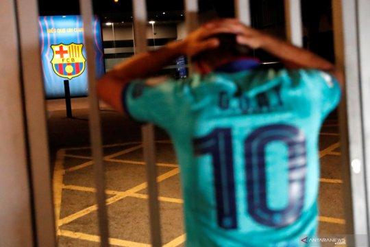 Messi ingin pergi, suporter Barca lakukan protes di Camp Nou