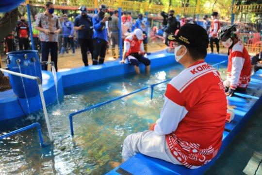 Sudin SDA Jaksel tebar 10.000 ikan terapi ke kolam di Setu Babakan