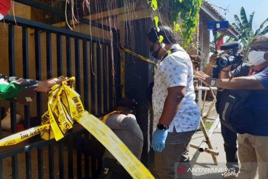 Polisi Sukoharjo buka police line kasus pembunuhan sekeluarga