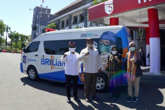 Karyawan BRI bantu mobil PCR untuk penanganan COVID-19 di Surabaya
