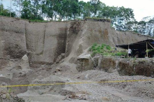 Penambang pasir di lereng Merapi tewas tertimpa tebing longsor