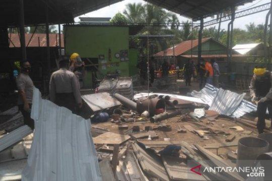 Jibom Gegana Brimob Polda Sumut olah TKP ledakan di Deli Serdang
