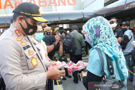 Kapolda Metro Jaya inspeksi protokol kesehatan di Stasiun Tanah Abang