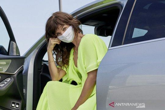 Mercedes-Benz gandeng supermodel Helena Christensen kenalkan masker