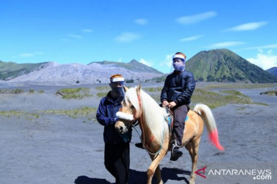 Wisatawan tanpa masker dan sakit dilarang masuk Gunung Bromo