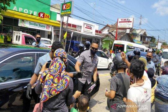 Presiden Jokowi bagikan masker dan sembako kepada warga Kulon Progo