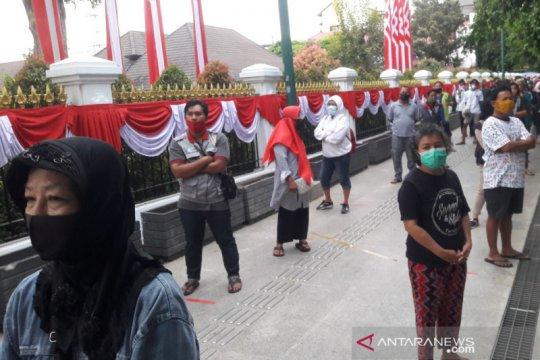 Presiden Jokowi bagikan 1.000 paket sembako untuk warga Yogyakarta