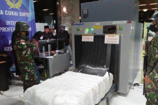 TNI penjaga perbatasan RI-Malaysia sita 29 karung pakaian bekas