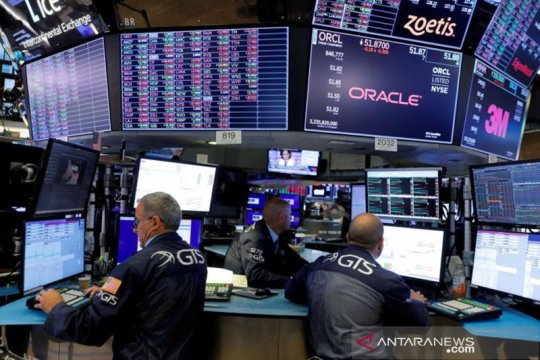 Wall Street dibuka beragam di tengah lonjakan kasus COVID-19 di AS