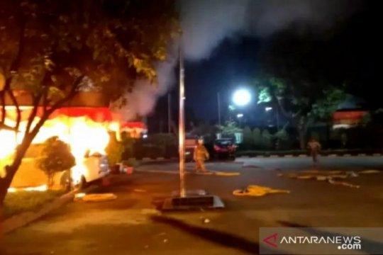Kemarin, Mapolsek Ciracas diserang hingga anggota DPRD DKI meninggal