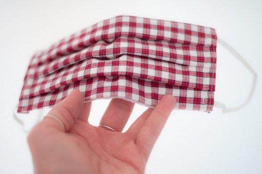 Seberapa sering harus cuci masker kain?