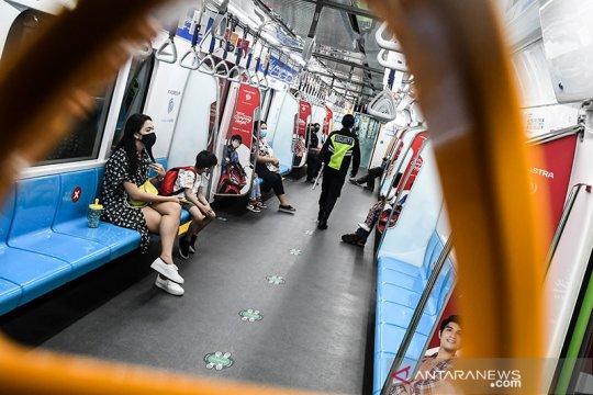 MRT Jakarta pastikan petugas dan penumpang jalankan 3M
