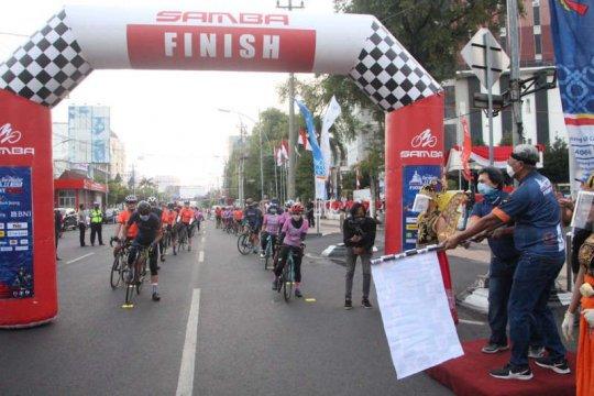 Selebritis dan pehobi sepeda ramaikan start keempat Tour de Borobudur