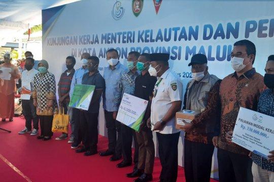 KKP serahkan 1.000 paket sembako kepada nelayan di Ambon