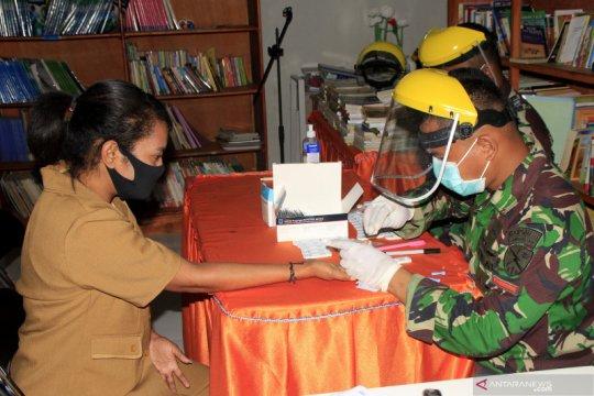 Lanud El Tari gelar tes cepat bagi puluhan guru di Kupang