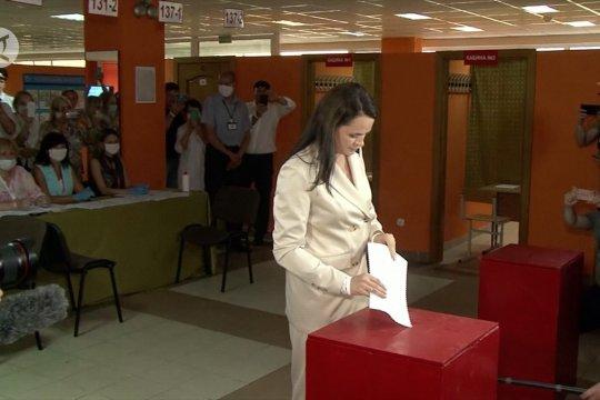 Kandidat oposisi Belarusia Tikhanouskaya berikan suaranya pada pilpres