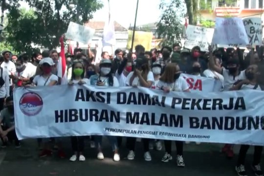 Pekerja tuntuttempat hiburan malam di Bandung kembali dibuka