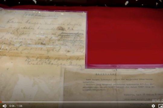Naskah asli teks proklamasi ditampilkan pada upacara HUT ke-75 RI