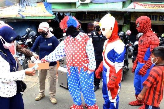 Polres Tangerang Kota ajak Spider-Man & Ultraman bagikan masker