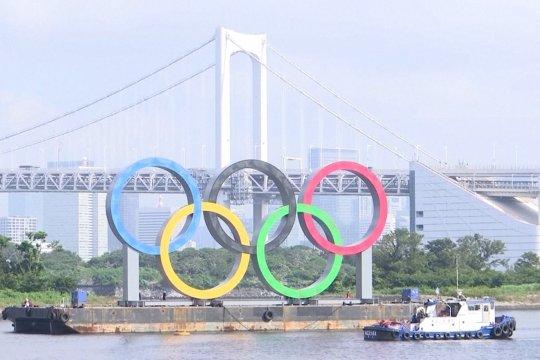 Cincin Olimpiade dilepas dari Teluk Tokyo
