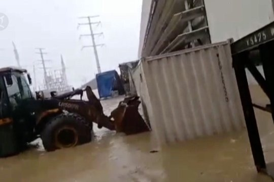 Kawasan industri IWIP terendam banjir, smelter berhenti sementara