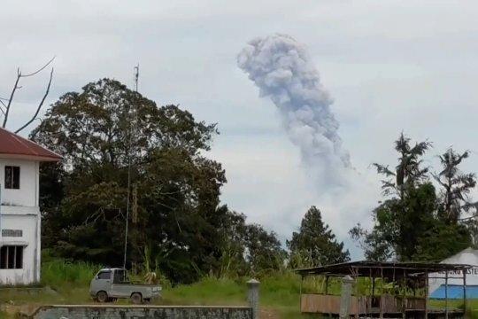 Gunung Sinabung, didominasi gempa embusan dan berpotensi gempa hibrida