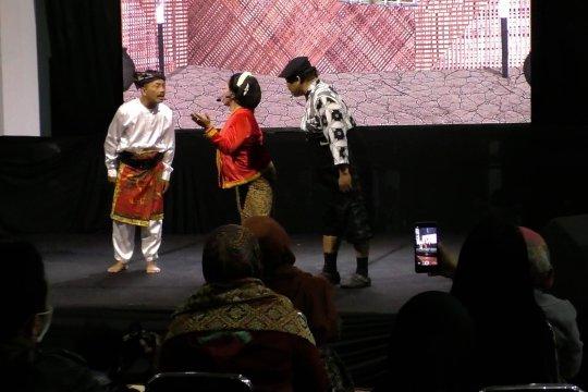 Main ludruk, cara wakil rakyat membangkitkan kesenian tradisional